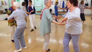 Danse du monde fait bouger les plus de 60 ans