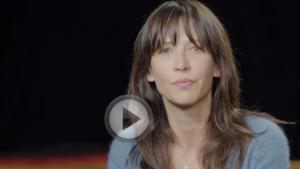 Sophie Marceau lance un appel contre l'élevage depoules en batterie