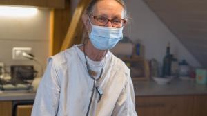 COVID: infirmière à la retraite, Antoinette Esnault a repris du service!