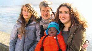 Ces familles qui accueillent des enfants venus se faire opérer en Suisse