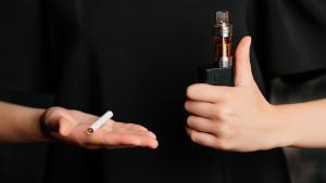 Faut-il interdire l'e-cigarette?