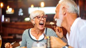 Epanouissement: Le bonheur vient en dînant