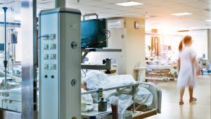 Pourquoi séjourne-t-on aux soins intensifs?