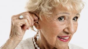 porteuse de prothèse auditive