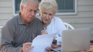 couple qui prépare son testament