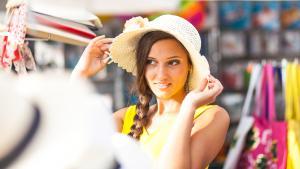 essayage de chapeau