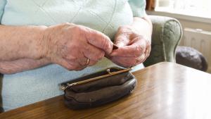 personne âgée pauvre