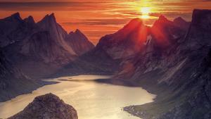 La Norvège à la lueur du soleil de minuit