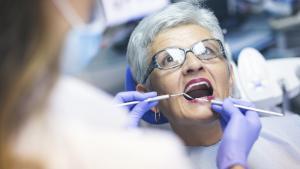Quand une dentition abîmée péjore notre vie sociale