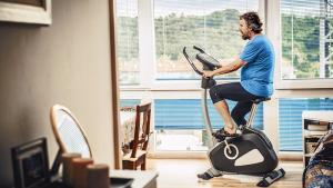 Vélo d'appartement ou vélo elliptique, lequel choisir?