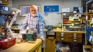 «Répare-tout», un bénévole en guerre contre le gaspillage