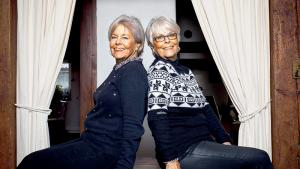Seniors, les jumelles et les jumeaux font-ils toujours la paire?