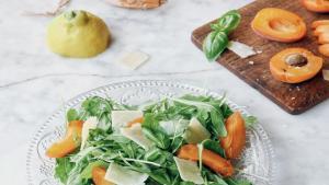 Salade de roquette, parmesan et abricots du Valais
