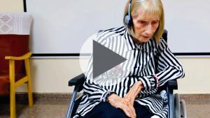 Atteinte d'Alzheimer, une anicienne danseuse se remémore