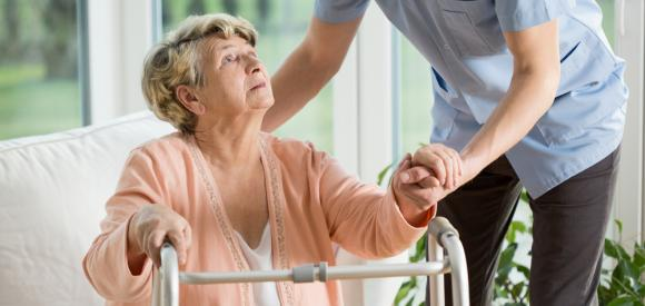 L'EMS cinq fois plus cher que les soins à domicile