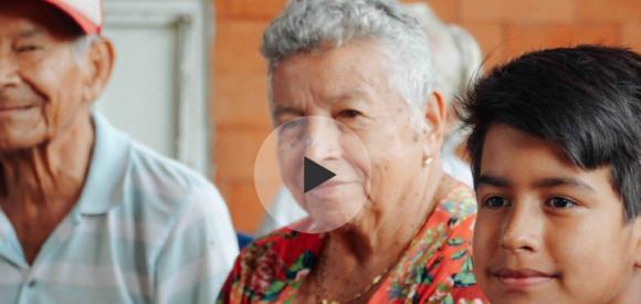 Colombie: des enfants sauvés des rues grâce aux seniors