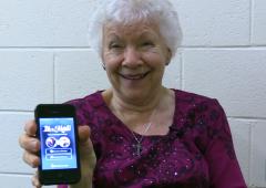 Des dames âgées testent Tinder, l'application de rencontres amoureuses