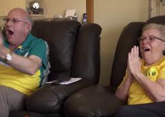 Vidéo. Des grands-parents émus aux larmes par leur petit-fils, médaillé d'or