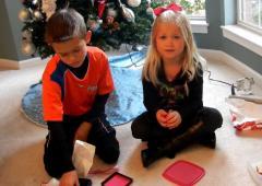 VIDEO. Ils piègent leurs enfants avec des cadeaux de Noël inattendus