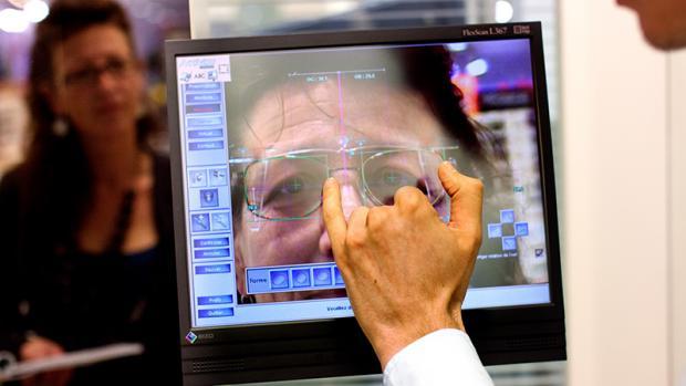 A la pointe de la technologie, l appareil Activisu réalise des mesures de la  vue d une incroyable précision. Sur le plan esthétique, l outil s avère ... 042f5f6eeae3
