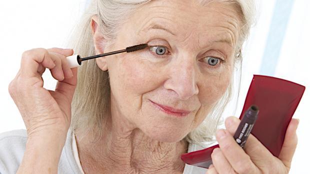 maquillage des yeux apres 70 ans